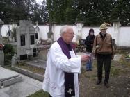 dušičková pobožnost na hřbitově Lenešice