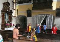 Vnitřek kostela Lenešice před zřícením