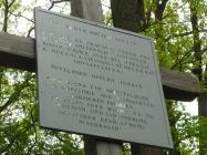 """Vztyčení kříže """"Zbytečným obětem 1943-5"""""""