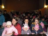 děti ze školy Lenešice zpívají koledy v kostele
