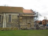 stav opravy věže kostela v Lenešicích